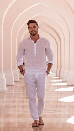 Summer Fashion Arab Men Fashion, Mens Fashion, Mens Beach Shoes, Handsome Arab Men, Flipflops, Just Beautiful Men, Barefoot Men, Mens Flip Flops, Men Looks