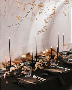 Inspiration: Brilliant Ideas For Your Thanksgiving Table - Thanksgiving Decorations Diy Thanksgiving Table Settings, Thanksgiving Tablescapes, Thanksgiving Crafts, Thanksgiving Decorations, Table Decorations, Centerpieces, Table Setting Inspiration, Diy Table, Rustic
