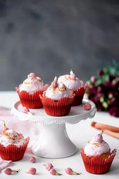 Raparperi-mansikkamarenkimuffinit – Hellapoliisi Mini Cupcakes, Desserts, Food, Tailgate Desserts, Deserts, Essen, Postres, Meals, Dessert