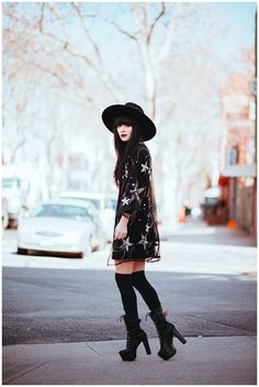 Love this witchy style Dark Fashion, Gothic Fashion, Boho Fashion, Autumn Fashion, Womens Fashion, Modern Witch Fashion, Edgy Outfits, Cute Outfits, Fashion Outfits