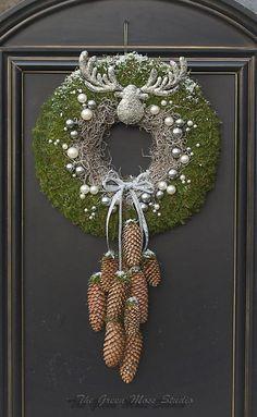 Christmas wreath door I kerstkrans - Weihnachtsdekoration Christmas 2019, Christmas Crafts, Christmas Ornaments, Woodland Christmas, Art Floral Noel, Xmas Wreaths, Theme Noel, Xmas Decorations, Christmas Inspiration