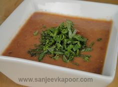 Kidney Beans Soup Recipe - Full of flavour this kidney soup is ideal to be taken on a cold winter day. Bean Soup Recipes, Chef Recipes, Vegetarian Recipes, Kidney Bean Soup, Kidney Beans, Vegan Food, Food Food, Sanjeev Kapoor, Winter Soups