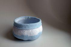 Háčkovaný košík - Modrý biely svetlý | Janebi.eu