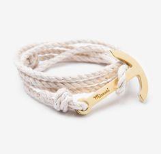 Miansai bracelet ancre corde blanche or bijou de plage été http://www.vogue.fr/joaillerie/shopping/diaporama/bijoux-de-plage/21469/carrousel#miansai-bracelet-ancre