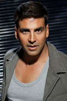Here is some of pictures of akshay kumar with and without Makeup inspire to you.