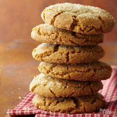 Giant Ginger Cookies (Better Homes and Gardens) Chewy and delicious, these cookies are giants in both size and ginger flavor. Cookie Brownie Bars, Cookie Desserts, Cookie Recipes, Dessert Recipes, Cookie Ideas, Delicious Desserts, Yummy Food, Ginger Cookies, Yummy Cookies