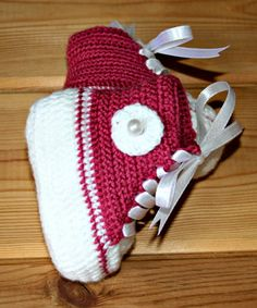 Booties newborn baby girl handmade crochet Hi Top Converse style basketball tennis shoes crochetyknitsnbits raspberry pink white 0 to 3 mths on Etsy, $16.28