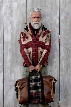 bearded men in knitted things: Photo Poorly Dressed, Mode Ab 50, Estilo Hippie, Men With Grey Hair, Hair And Beard Styles, Stylish Men, Bearded Men, Dapper, Knitwear