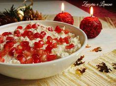 La mousse di parmigiano con melagrana è un antipasto natalizio elegante, raffinato : una soffice crema bianca ravvivata da chicchi vermigli