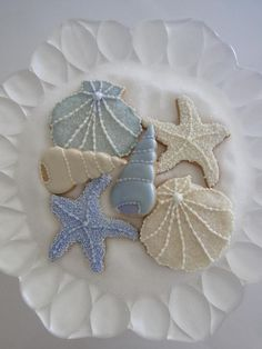 Beautiful cookies from Misaka's Sweets Blog! She has classes- in Japan- Wish I could go!