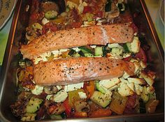 Low carb salmon with oven vegetables, a nice recipe from the vegetable category. Ratings: Average: Ø Low carb salmon with oven vegetables, a nice recipe from the vegetable category. Salmon Recipes, Fish Recipes, Vegetable Recipes, Low Carb Recipes, Vegetarian Recipes, Healthy Recipes, Oven Vegetables, Roasted Vegetables, Low Carb