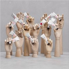 Hand cream &otherstories We sell wooden hands at visualdisplay Schönheitssalon Design, Display Design, Store Design, Display Ideas, Shop Window Displays, Store Displays, Display Window, Vitrine Design, Cosmetic Display