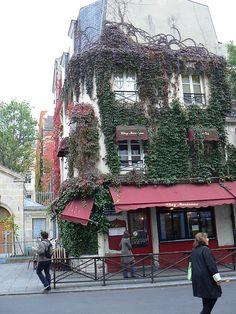 Lunch @ Chez Marianne, Paris Bij 'Chez Marianne' moet je zijn als je de béste falafel van Parijs wilt proeven. Even wachten in de wachtrij, maar hé, honger is de beste saus zeggen ze toch!?