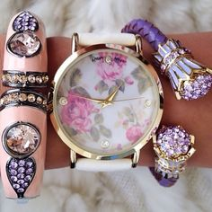 I don't like the bracelet but the watch is absolutely adorable !!