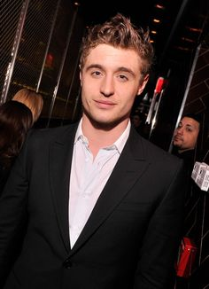 Sure, Max Irons is the son of award-winning actor Jeremy Irons and actress Sinéad Cusack, but he's been carving his career Max Irons, Eddie Redmayne, Celebrity Gossip, Celebrity Crush, Jimmy At The James, Sinead Cusack, Jeremy Irons, Tv Show Music, Terry Richardson