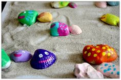 Muscheln und Steine bemalen