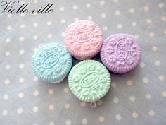 Polymer clay small oreo cookie! Pick your pastel color! (can come in black to) Metal silver chain  Our products come in rigid packaging and are sent only via registered mail in a padded envelope. Receive a gift in every purchase :) For any question please contact us  have a nice day :)
