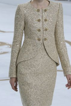 Find the Chanel Fall 2014 Couture Fashion Show – Magda Laguinge: at There's just something about designer goods – they're. Chanel Couture, Couture Fashion, Fashion Show, Fashion Design, Couture Style, Fashion Tips, Paris Fashion, Fashion Fashion, Modest Fashion