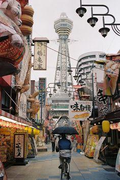 Tsutenkaku in the rain (Osaka)