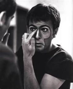 Peter Gabriel did his own makeup back in 1982. Photo by R. Rubenstein