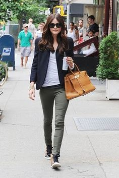 Love the whole look and the shape of her blazer! Waaanntt