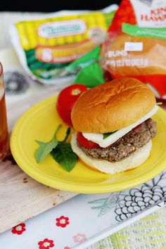 Grilled Caprese Burger Ready for a delicious burger recipe? Hop over to Publix and stock up on everything you need from Nathan's Famous and to make this! Plus, a giveaway with Low Carb Appetizers, Appetizer Recipes, Appetizer Ideas, Yummy Drinks, Yummy Food, Delicious Recipes, Easy Recipes, Easy Family Meals, Easy Meals
