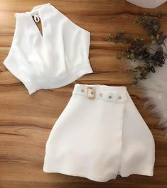 Look Cropped + Short Crop Top Outfits, Cute Casual Outfits, Girly Outfits, Retro Outfits, Stylish Outfits, Girls Fashion Clothes, Teen Fashion Outfits, Cute Fashion, Outfits For Teens