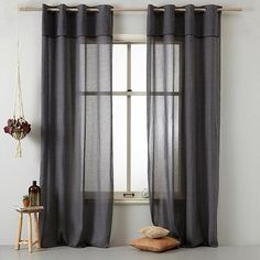 When it comes to window treatments, remember that there are many alternative options to traditional curtains. However if you do opt for curtains here are some tips to get the right look. Home Curtains, Modern Curtains, Linen Curtains, Hanging Curtains, Curtains With Blinds, Home Design, Minimal House Design, Traditional Curtains, Shabby Chic Bedrooms
