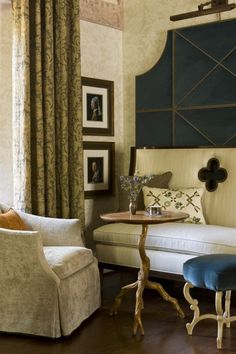 Treatment behind settee - Great Room - Traditional - Family Room - Dc Metro - Patrick Sutton Associates Booth Seating, Banquette Seating, Luxury Decor, Luxury Interior Design, Traditional Family Rooms, Design Salon, Family Room Design, Great Rooms, Interior Inspiration
