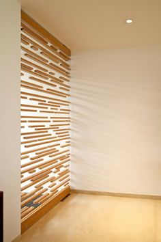 puerta - Casa Natalia / Agraz Arquitectos wood slat translucent floating wood partition divider screen
