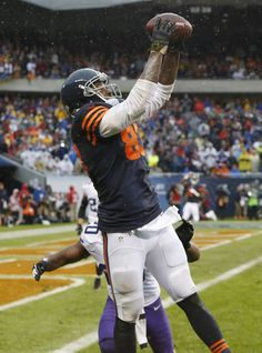Chicago Bears tight end Martellus Bennett (83) catches the a game-winning touchdown reception late in the second half of an NFL football game against the Minnesota Vikings, Sunday, Sept. 15, 2013, in Chicago. The Bears won 31-30. (AP Photo/Charles Rex Arbogast)