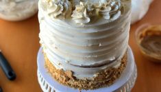 How to Fill, Stack & Crumb Coat a Layered Cake - XO, Katie Rosario Easy Unicorn Cake, Fluffy Icing, Speculoos Cookie Butter, Biscoff Cake, Chocolate Candy Melts, Cake Pops How To Make, Rosette Cake, Cake Pop Sticks, Cake Mixture