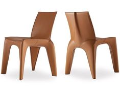 Design: Blumer e Borghi The BB is a chair with exoskeleton in hide. The BB is injected with light expended polyurethane whose task is to keep the shape