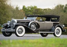 1929 Duesenberg model J LWB Dual Cowl Phaeton by Le Baron. Very elegant black and silver livery with huge whitewalls.