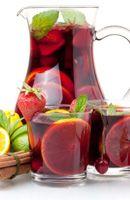 Recette Sangria 8 fraises 1 citron 2 cuillères à soupe de sucre   40 cl de vin rouge   1 orange 1 pincée de cannelle
