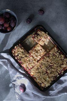 Švestkový kynutý koláč s drobenkou podle odborníka na výživu   n e j e z b l b e Griddles, Griddle Pan, Baking, Fruit Cakes, Desserts, Tarts, Food, Tailgate Desserts, Mince Pies