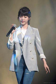IU 170603 HaDong Kyun's Concert