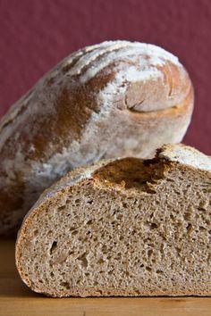 Kleinporige, würzige Krume. Das Pinzgauer Bauernbrot nach Roswitha Huber schmeckt besonders gut zu Sauermilchkäse oder kräftiger Wurst.