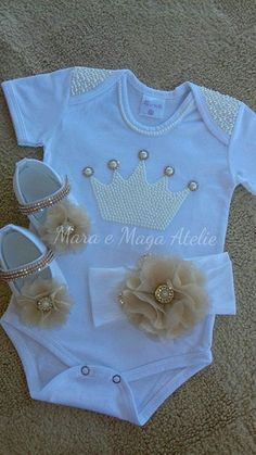 Ideas Diy Baby Stuff For Girls Newborns Shower Gifts – Kindermode sommer Baby Outfits, Little Girl Outfits, Kids Outfits, Baby Bling, Onesie Dress, Baby Dress, Baby Tutu, Baby Girl Gifts, Baby Boy