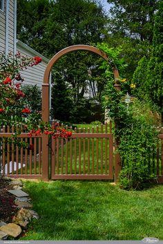 Gorgeous Brown PVC Vinyl Scalloped Picket Fence and Arbor idea from @illusionsfence. #fenceideas #homeideas #backyardideas #fence
