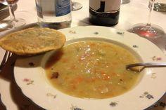 La zuppa d'orzo è un tipico ed antico piatto del Trentino Alto Adige, preparato con orzo perlato, verdure tagliate a piccoli cubetti e carne affumicata.