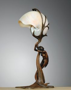 Gustav Gurschner (1873 - 1970) LAMPE NAUTILE, VERS 1899 - A NAUTILUS SHELL AND PATINATED BRONZE TABLE LAMP BY GUSTAV GURSCHNER, CIRCA 1899. SIGNED AND NUMBERED