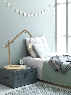 Bedside light, bedroom, bed, DIY, Ikea stool| Photographer Louis Lemaire/InsideHomePage.com | Styling Marieke de Geus | vtwonen September 2015
