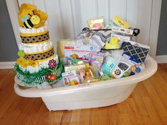Baby Shower – gender neutral bath tub basket and diaper cake. Baby Bath Gift, Baby Tub, Baby Shower Gift Basket, Shower Gifts, Baby Gifts, Baby Shower Items, Baby Shower Signs, Boy Baby Shower Themes, Gender Neutral Baby Shower