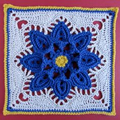 Gorgeous Flower Square: free pattern ༺✿ƬⱤღ  https://www.pinterest.com/teretegui/✿༻