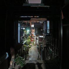 夜散歩のススメ「樋口一葉の旧居跡前の階段」東京都文京区