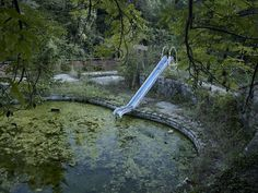 IGNANT-Photography-Guillem-Vidal-Forgotten-Playgrounds-02 Swimming Pool Photos, Swimming Pools, Process Of Evolution, Tumblr, Outdoor Venues, Photography Contests, Photo Series, Ways Of Seeing, Water Slides