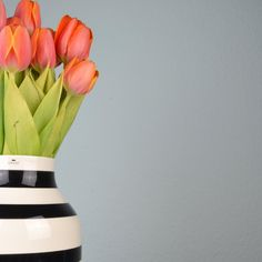 Flowers in bright, beautiful colors really compliment the iconic Omaggio vase - like in this photo from our design friend, @lackomio; stunning, orange tulips in a black striped Omaggio vase. Simple and beautiful!  #Kähler #KählerOmaggio #Tulips #Flowers #Inspiration