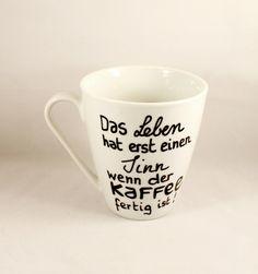 Kaffeejunkie Tasse mit Spruch Sinn des Lebens von Lovely-Cups auf DaWanda.com