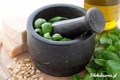 Oryginalny, włoski, zielony sos pesto alla genovese z bazylii, parmezanu, orzechów pinii oraz oliwy, czosnku i soli.